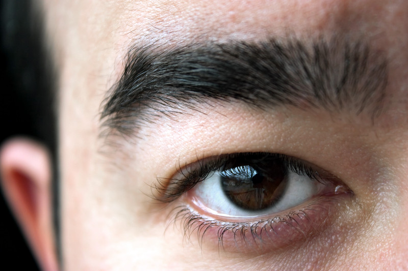 Beauty Tips For Men On How To Make The Eyebrows Thick